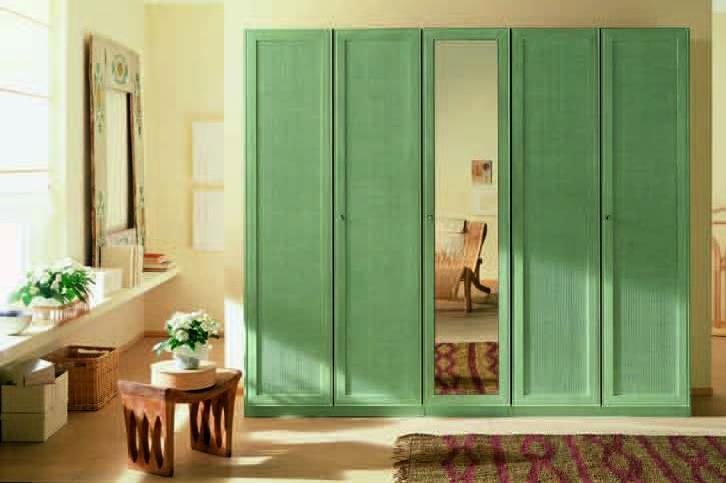 Шкафы ротанг с распашными дверками.