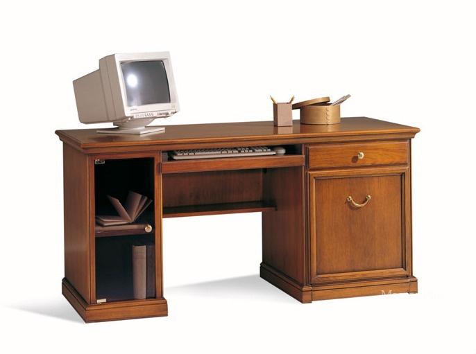 Маленький компьютерный стол - компактность и практичность.