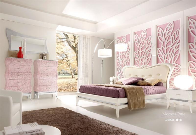 Белая мебель девушки
