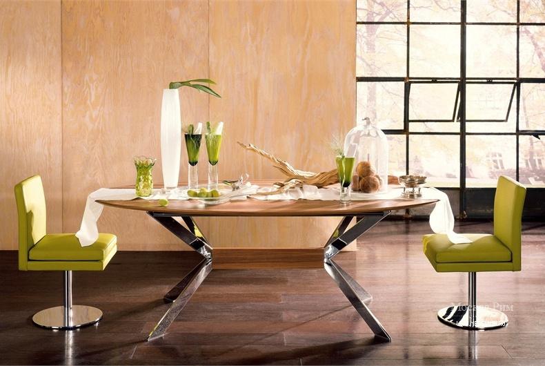 обеденный стол на металлических ножках Hulsta