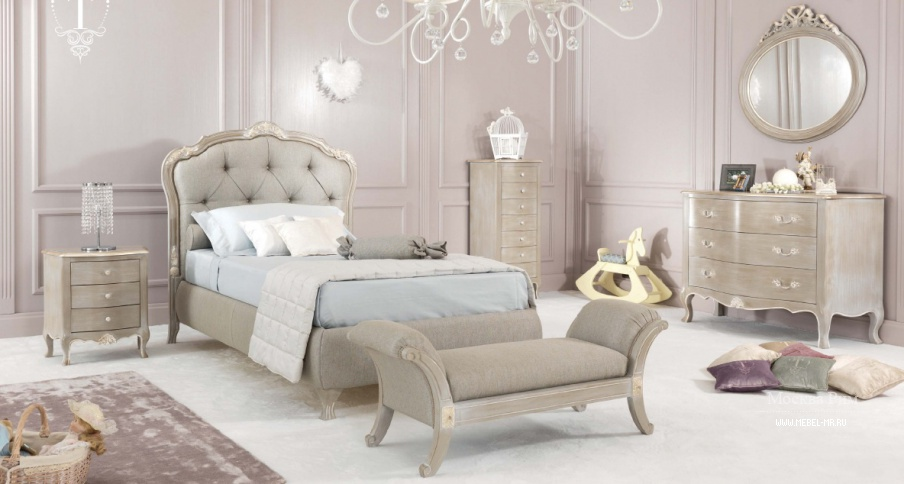 гарнитур для детской спальни в текстиле и резьбе Vienna Baby