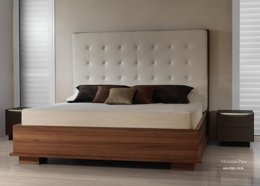 кровать двуспальная с высоким изголовьем и ящиком для хранения